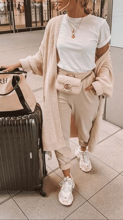 Best Travel Outfits For Long Flights
